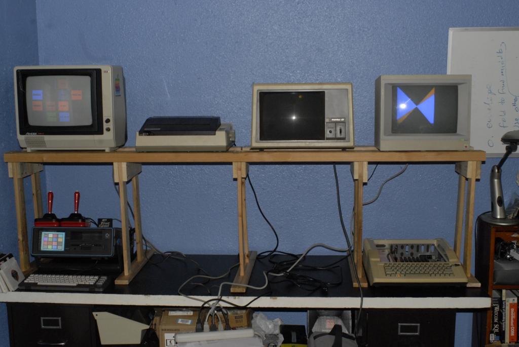 2012-12-31_8bit_Desk_02_s.jpg
