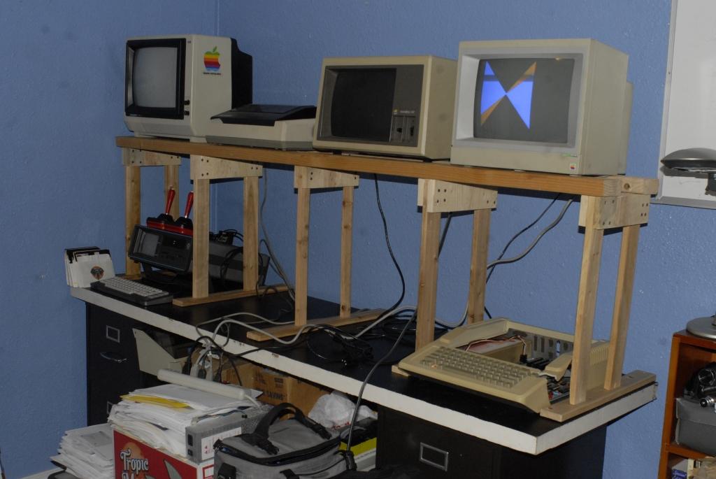2012-12-31_8bit_Desk_03_s.jpg